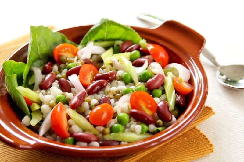 Salata s graškom, ječmom i celerom
