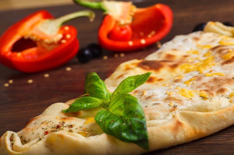 Calzone s tri vrste sira